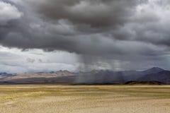 Storm i den Tibet platån Royaltyfria Bilder