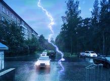 Storm och blixt i stad Arkivbild