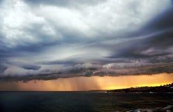 Storm och solnedgång över Bronte Royaltyfria Bilder