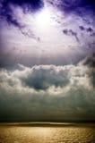 Storm på havet efter ett regn Arkivbilder