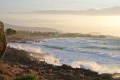 Storm på havet och solnedgången Royaltyfria Bilder