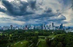 Storm som bryggar i Kuala Lumpur fotografering för bildbyråer