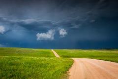 Storm som bygger upp i prärien arkivbild