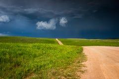 Storm som bygger upp i prärien royaltyfri foto
