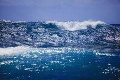 Storm surf surges against Oahu shore Royalty Free Stock Photography
