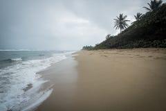Stormachtig Caraïbisch Strand royalty-vrije stock fotografie