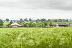 Stormachtig landelijk de lentelandschap stock afbeeldingen