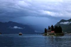 Stormachtig op de Baai van Kotor Stock Foto's