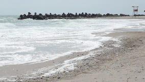 Stormachtig strand stock videobeelden