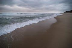 Stormachtig strand Stock Afbeeldingen