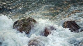 Stormachtig water Stock Foto