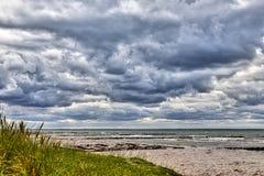 Stormachtig weer bij het overzees Stock Foto's