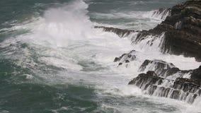 Stormachtig weer langs de Atlantische Oceaan, Portugal stock videobeelden