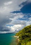 Stormachtig weer met donkere wolken Royalty-vrije Stock Foto