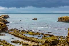 Stormachtig weer over een kustlandschap stock afbeelding