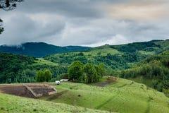 Stormachtige bergen Royalty-vrije Stock Foto's
