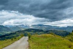Stormachtige bergen Stock Foto's