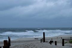 Stormachtige dag bij het strand Royalty-vrije Stock Afbeeldingen