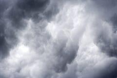 Stormachtige donkere wolken Royalty-vrije Stock Foto's