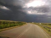 Stormachtige en zware wolken boven Pannonian-vlakte royalty-vrije stock foto