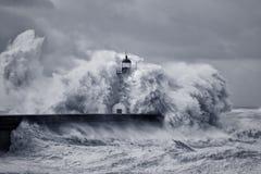 Stormachtige grote golven royalty-vrije stock afbeeldingen