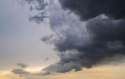 Stormachtige hemel. Stock Foto's