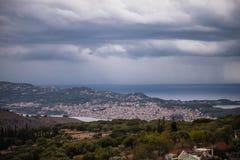 Stormachtige hemel over Argostoli, een hoofdstad als Kefalonia-eiland, Griekenland Royalty-vrije Stock Foto