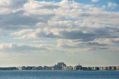 Stormachtige hemel over de Bourgas-baai in Bulgarije Stock Afbeeldingen