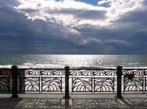 Stormachtige hemel over het overzees stock foto's