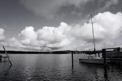 Stormachtige Hemel over Meer Macatawa in B&W royalty-vrije stock afbeelding
