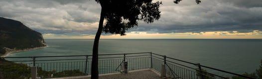 Stormachtige horizon stock afbeeldingen