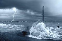 Stormachtige overzees met bliksem Stock Afbeeldingen