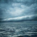 Stormachtige overzees Wilde Aard Donkere Achtergrond Stock Foto