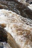 Stormachtige stroom van een rivier stock foto