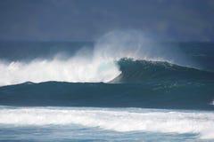 Stormachtige wind en golven Royalty-vrije Stock Afbeeldingen
