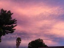 Stormachtige zonsondergang stock foto's