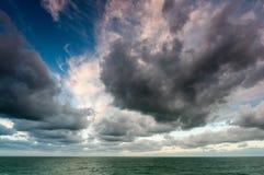 Stormachtige zonsopgang Stock Foto's