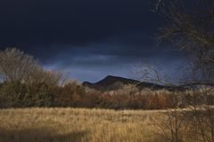 Stormig dag i den storslagna dalen arkivbilder
