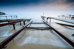 Stormig fiskesolnedgång, vågversion Royaltyfri Foto