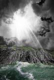 Stormig himmeljord och flod Fotografering för Bildbyråer
