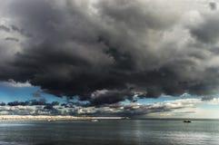 stormig horisont Arkivbild