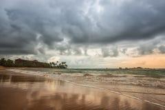 Stormig kustlinje i Galle, Sri Lanka Arkivbilder