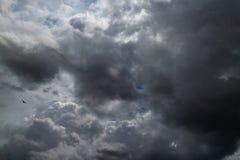 stormig mörk sky clouds dystert Mulet väder royaltyfri fotografi