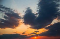 stormig mörk sky clouds dystert Mulet väder arkivfoton