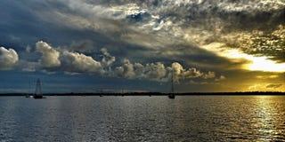 Stormig molnig solnedgångSeascape Royaltyfri Bild