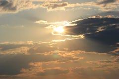 Stormig molnnatursolnedgång Arkivfoto