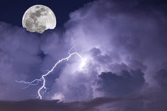 stormig moon Royaltyfri Bild