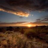 stormig solnedgång för ökenscenics Arkivbilder