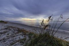 Stormig solnedgång på den Edisto stranden Fotografering för Bildbyråer