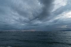 Stormig solnedgång på Maui, Lahaina Royaltyfri Foto